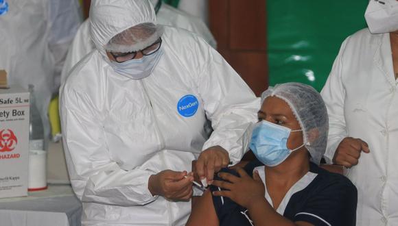 Certificado de vacunación será entregado con la segunda dosis
