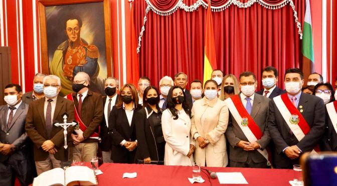 Montes posesiona su nuevo gabinete de secretarios para trabajar a Tarija