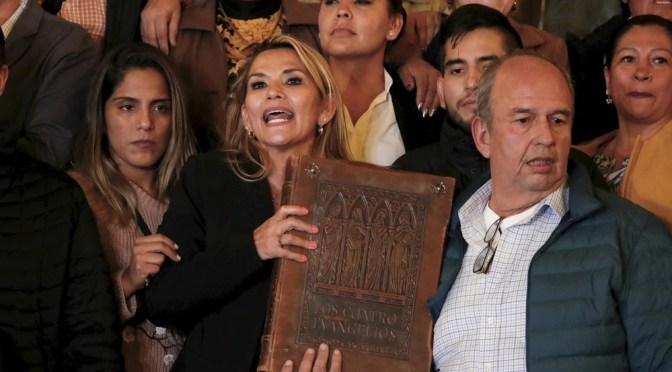 Iglesia sale en defensa de Jeanine Añez