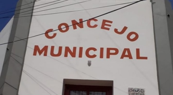 Concejo aprueba la reducción de salarios; opositores temen que se beneficie a militantes