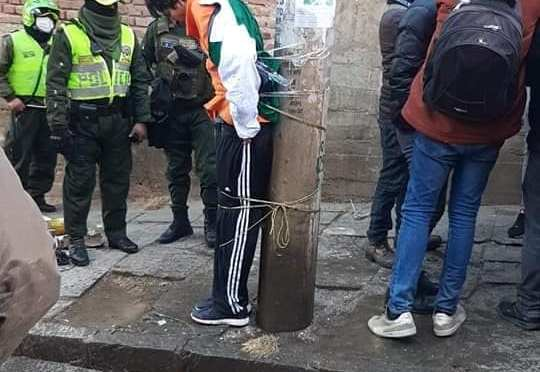 Atrapan a un delincuente por robar papel higiénico e intentan quemarlo vivo