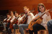 Concierto de Navidad 2016 - Primer planto de nuestras estudiantes de guitarra concentradas