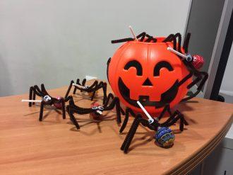 Halloween 2016 - Arañas caramelo para músicos monstruitos