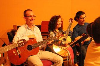 III Encuentro Guitarra Suzuki - Mamás y papás de la escuela se lo pasan en grande también
