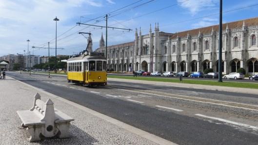 Dzeltenie tramvaji - neatnemama Lisabonas sastavdalja