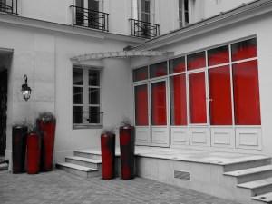Izcelta sarkanā krāsa