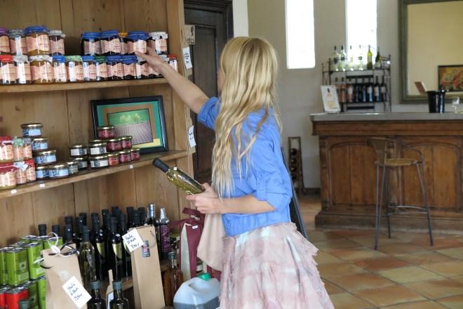 Izvēloties Provansas labumus Vineyards Chasson Chateaublanc vīna un olīveļļas darītavā