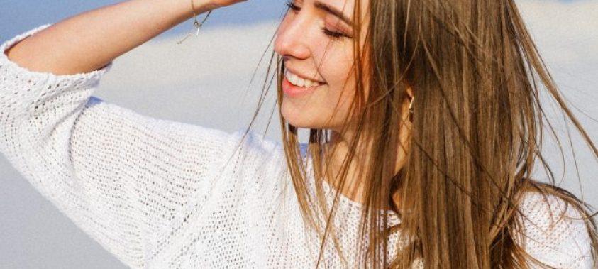 Chráňte si vlasy pred slnkom