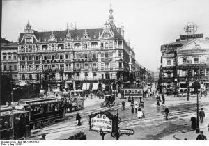 Grand-Hôtel Alexanderplatz & Das Haus mit den 99 Schafsköpfen