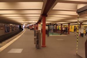 U-Bahnhof Alexanderplatz - Bahnsteig U2