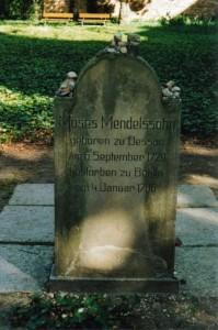 Grabstein Moses Mendelssohns - Deutschsprachige Seite.