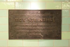 Der U-Bahnhof Alexanderplatz - Erinnerungstafel für Max Steinthal