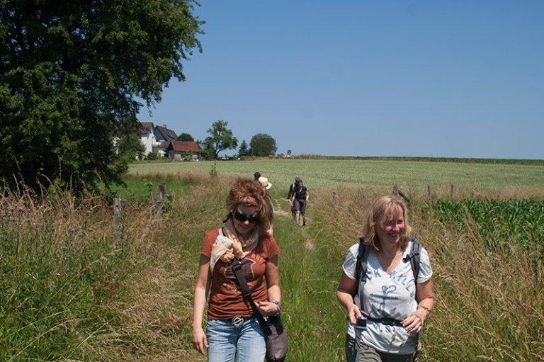 Barfuß wandern nach Bremen und das bei Sonnenschein und blauem Himmel