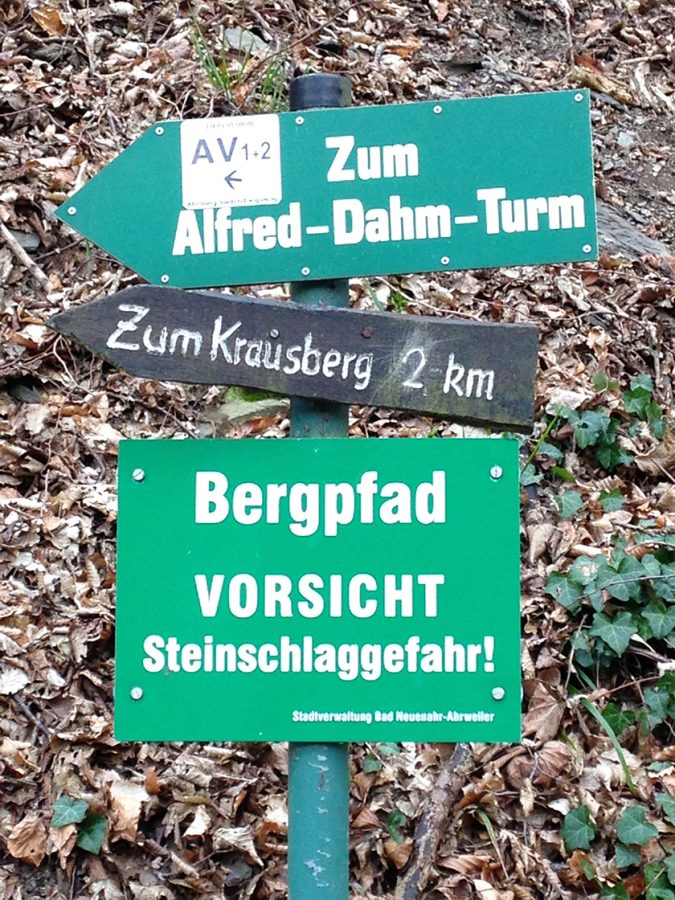 Hier steht ein Foto mit dem Titel: Vorsicht, bissiger Wanderweg (Foto: Hans-Joachim Schneider)