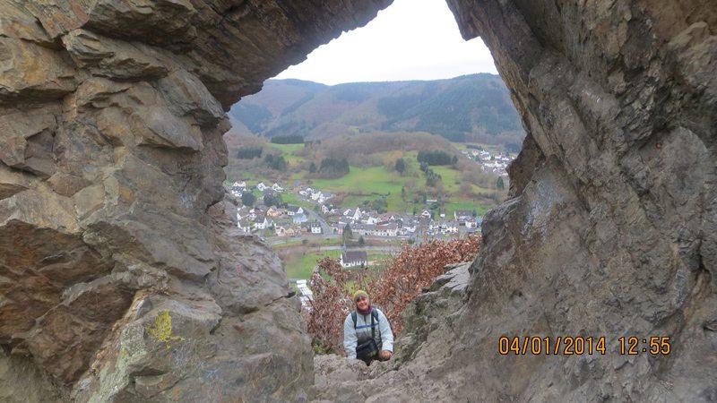 Fels mit Durchblick, nur eines von vielen Highlights auf dem AV1