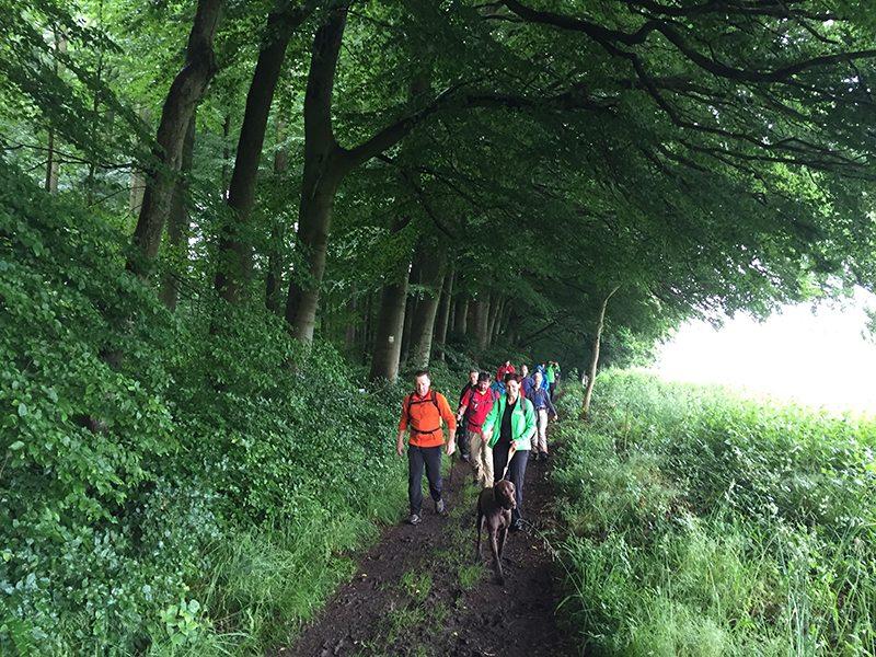 Hier steht ein Bild mit dem Titel: Nach den ersten Kilometern. Vorneweg Henry. (Foto: Hans-Joachim Schneider)