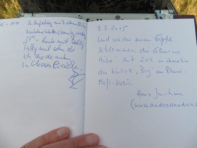 Ein Gipfelbuch gibt es auch auf der Glessener Höhe (Foto; Hans-Joachim Schneider)