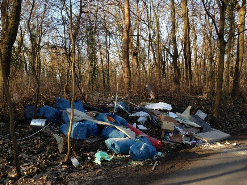 Fasten und Wandern, und dann eine solche Müllkippe am Wegesrand