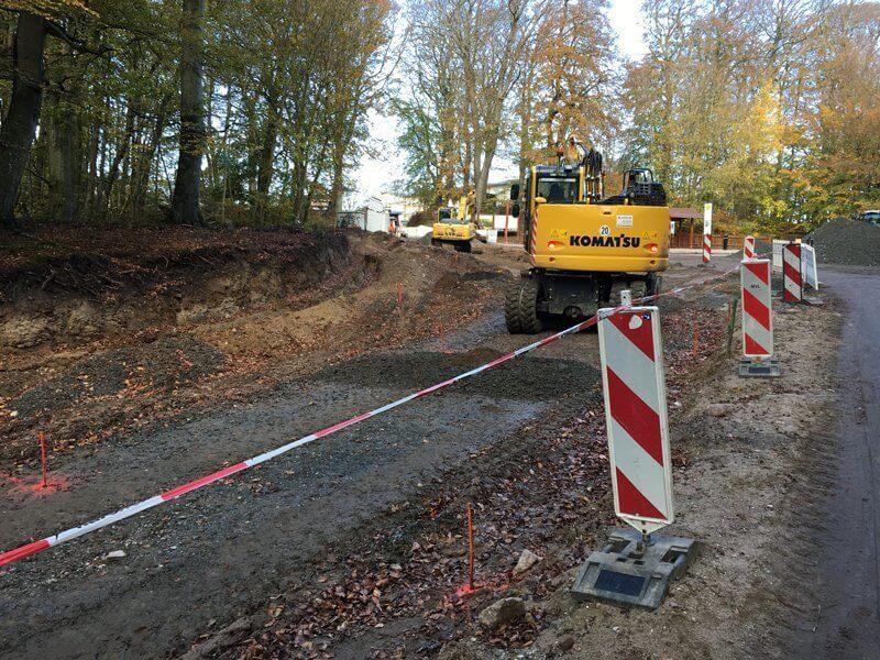 Was den Wanderer auf Rügen am Königsstuhl zurzeit erwartet: Bagger, aufgerissene Straßen und viel Dreck