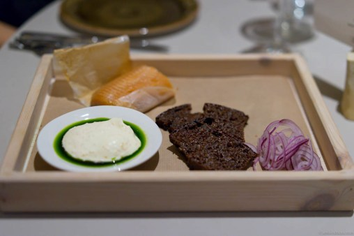 """""""Kåseberga"""" – flavors of a Swedish picnic. Smoked trout, sour milk bread, red onion and sour cream with """"løyrom"""" (vendace roe) and dill oil."""