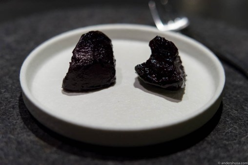 Saltbaked and dehydrated redbeets