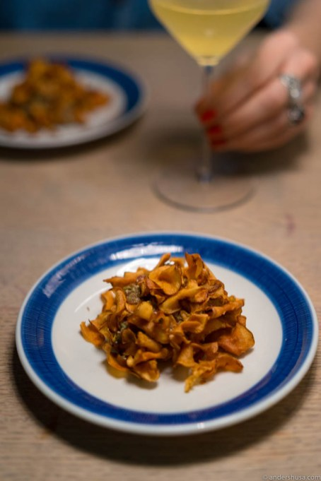 Tartare, tarragon emulsion, pickled shitake mushrooms and crispy Jerusalem artichoke chips.