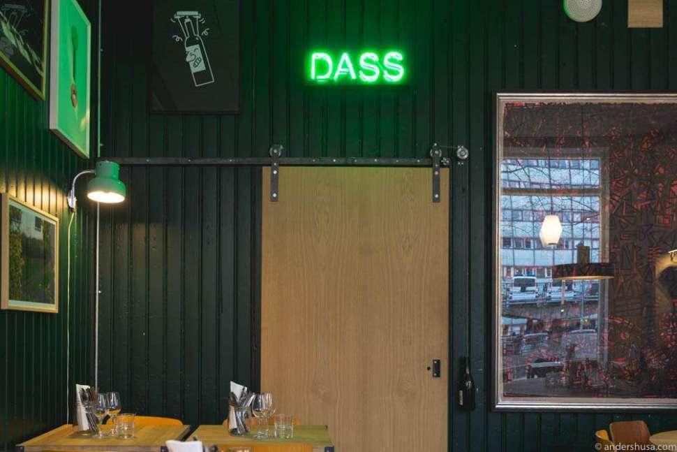 Dass – the toilet.