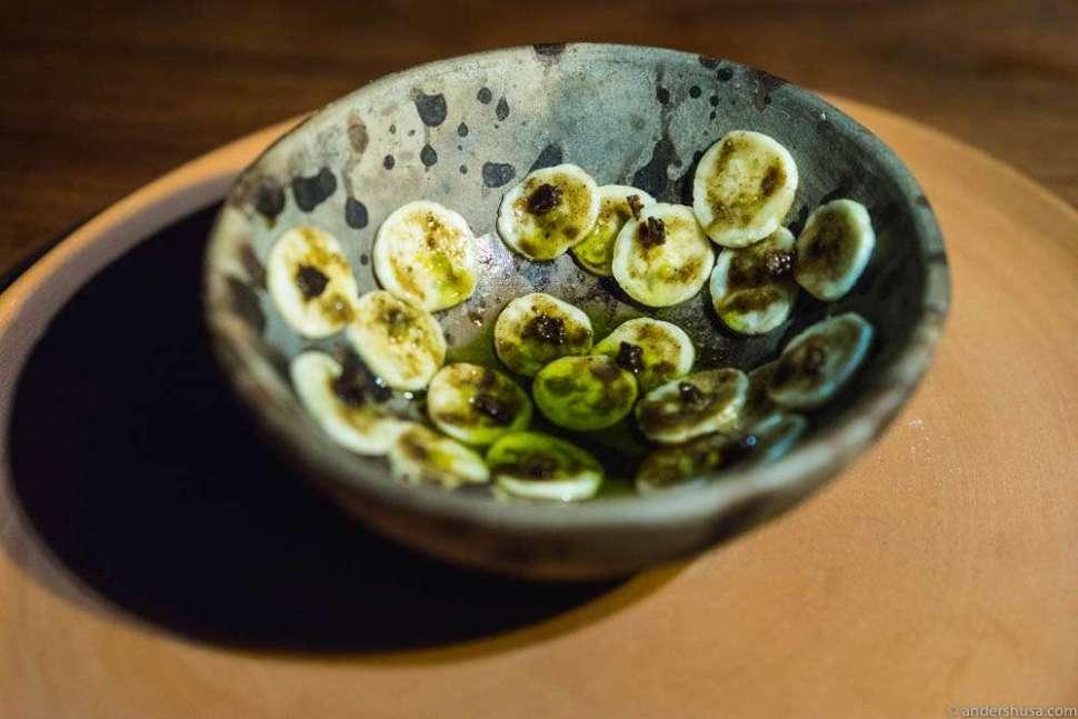 Plátanos manzano (small local bananas), oil of roasted seaweed, burnt banana skin