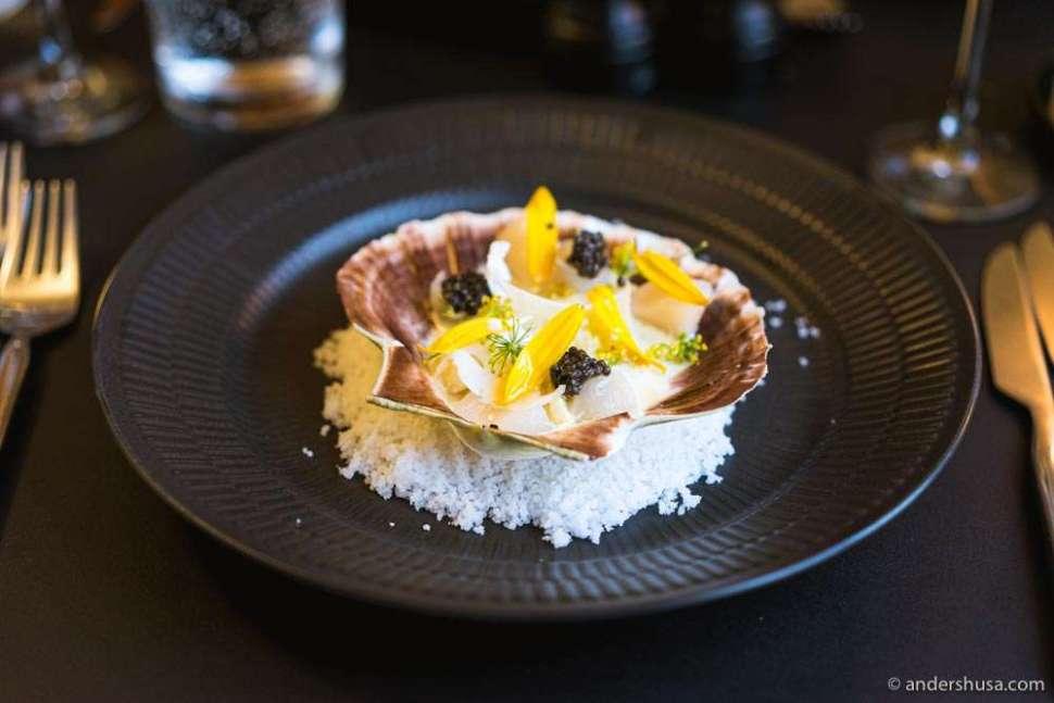 Salted scallop with Baerii caviar, cauliflower & almond.