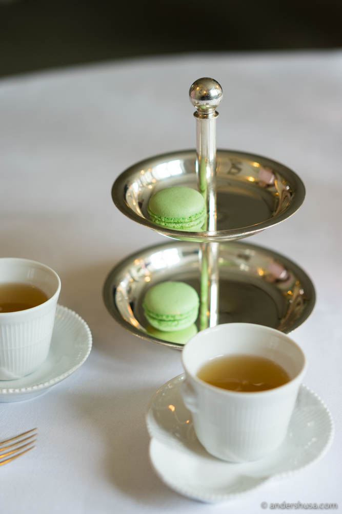 Pre-dessert: a lemonade with green tea, elderflower & ginger, together with a lemon macaron with thyme.