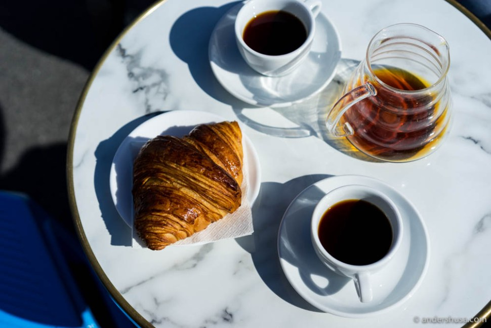V60 coffee & croissants
