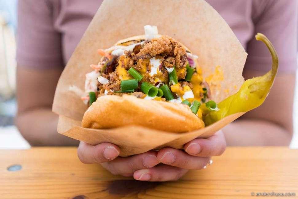 Fly Sandwich – Brioche bun, deep-fried chicken, bacon, coleslaw, and cheddar cheese