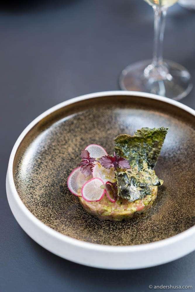 Beef tartar, oyster & seaweed