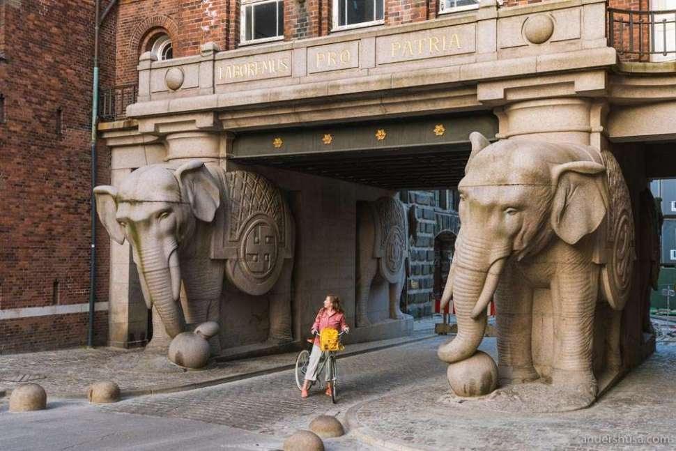 The iconic elephant gate in Carlsberg Byen.