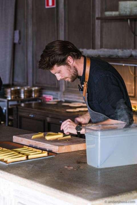 Chef Filip Gemzell slicing into the dessert.