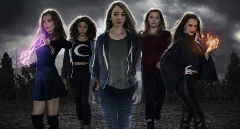 The Witch Files brings together young women and witchcraft for the 1900th time. 1