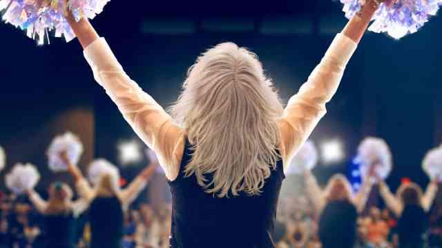 Poms: Elderly Cheerleaders Empty Theaters [Review] 2