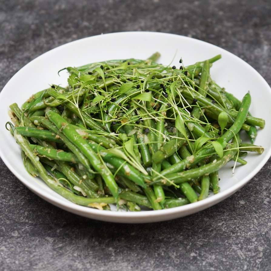 French Dressed beans with shallots, capers and white wine vinegar ⠀