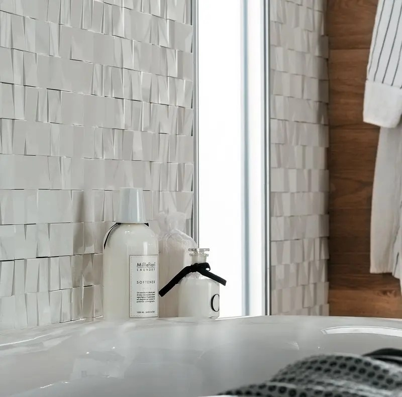 Rivestimenti bagno un mix di legni e marmo che esalta i tuoi spazi - Rivestimento bagno effetto legno ...
