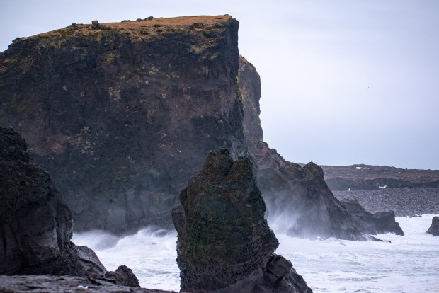 Valahnúkamöl | REYKJANES PENINSULA TRAVEL GUIDE AND ITINERARY | www.andiamoaurora.com | Explore Iceland's Reykjanes Peninsula with a one-day road trip with more than 20-must see sites