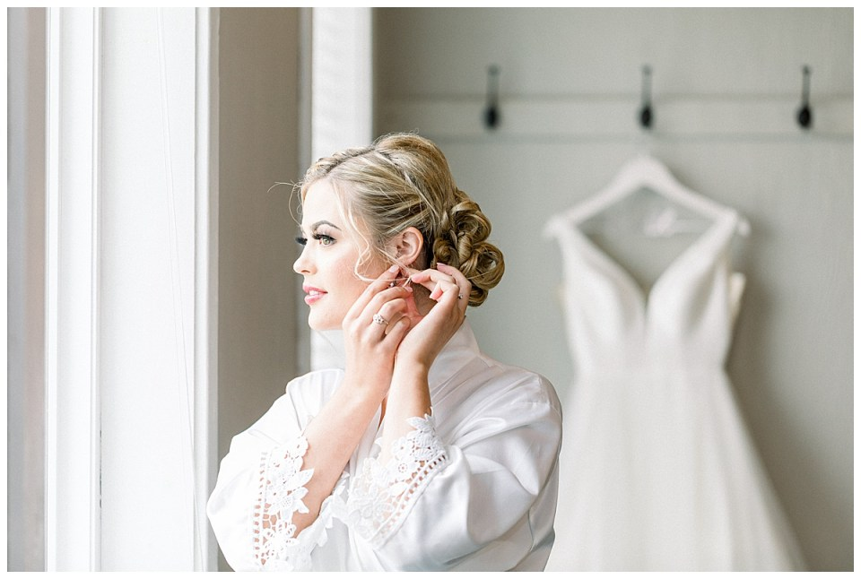 Bride getting ready| The View At Hillside Barn Wedding| Countryside Wedding|  Tulsa Wedding Photographer| Andi Bravo Photography
