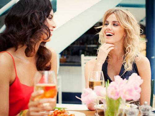539fd39bd8957_-_cos-02-beautiful-women-at-restaurant-de