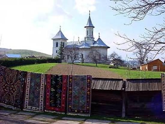 O vedere cu manastirea Gura Humorului