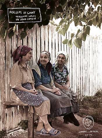 Poză cu femei de la tara vorbind pe o bancuta