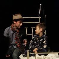 """Patrick Imbrescu și Vladimir Socolovici, """"greii"""" acestui spectacol, adică actorul și copilul din """"Viața ca o poveste""""."""