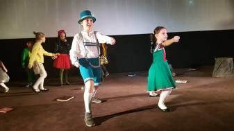 """""""Viața ca o poveste"""" de Sînziana Popescu, regia Daniela Nane și muzica Adrian Daminescu"""