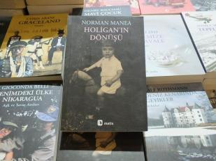 Căutam autori turci și iaca peste cine dau.
