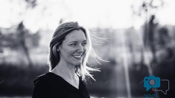 Porträtbild in schwarz weiß von Bea