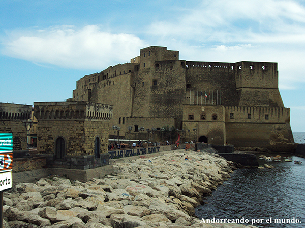 Andorreando por Castillo de Óvo Napoles.