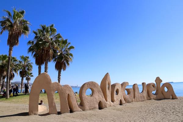 Letras Playa Malagueta
